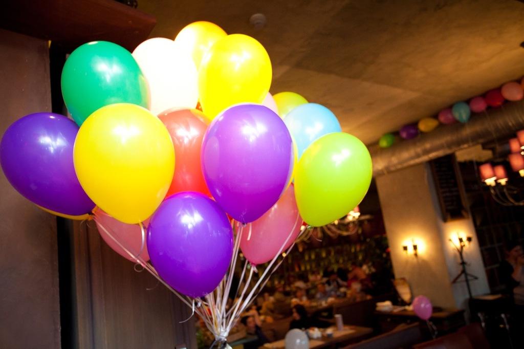 Букет из воздушных шаров в подарок любимым девушкам!